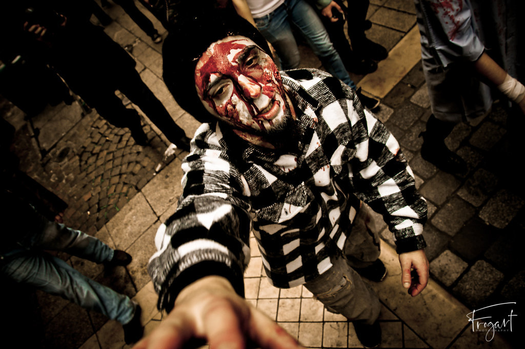 Zombie-Walk-Bordeaux-2011-4.jpg